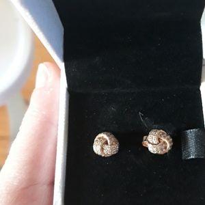 NIB Pandora rose gold  knot post earrings